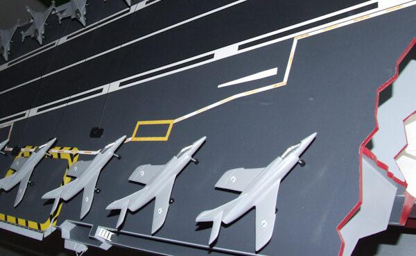 Maquette du porte-avion Charles de Gaulle