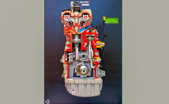 Maquette d'exposition pédagogique fonctionnelle et motorisée d'un moteur en coupe