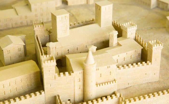 Plan-relief de la ville médiévale fortifiée de Chazay d'Azergues