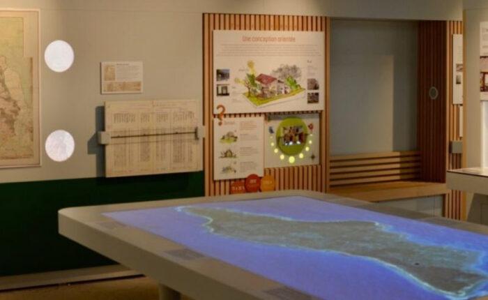 Maquette topographique tactile de l'ile d'Oleron avec vidéoprojection