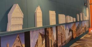 Bas-reliefs des façades de différents types d'habitat - CambraiScope