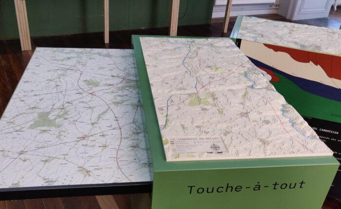 Maquette topographique tactile sur caisson de jeu du Cambrésis