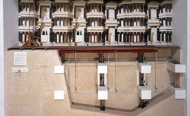 Maquette historique de restitution archéologique du rideau de scène