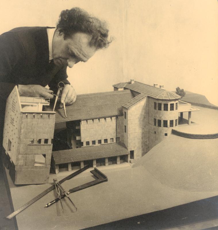 André Ducaroy l'un des premiers fabricants de maquettes professionnels