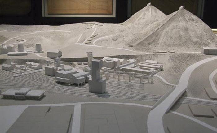 Maquette muséale d'exposition au 1/700 du site minier du Puits Couriot à Saint-Etienne (42) - Ducaroy Grange