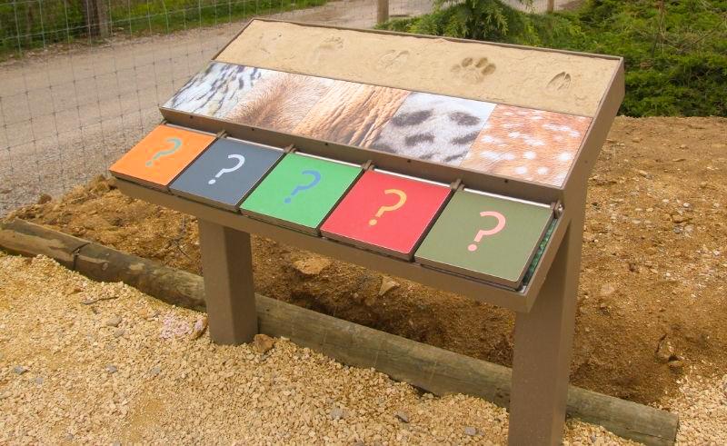 Mobilier d'exposition - table jeu d'extérieur tactile et manipulable