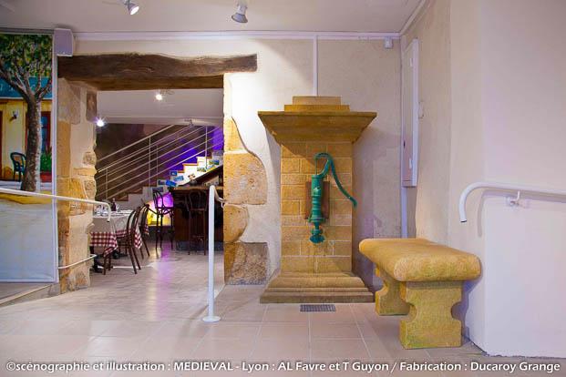 Décor d'exposition - banc et fontaine