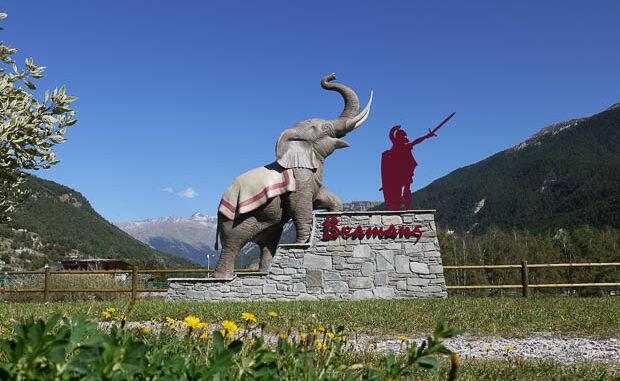 Sculpture d'un éléphant de l'Atlas installé sur le parcours d'Hannibal à Bramans (73)