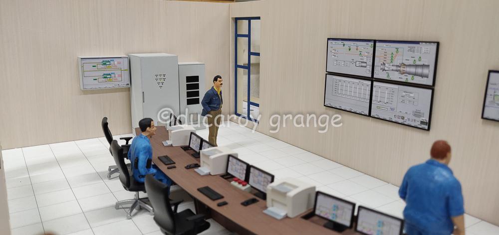 Maquette d'exposition industrielle du site d'une centrale électrique - Vue intérieure de la salle de contrôle
