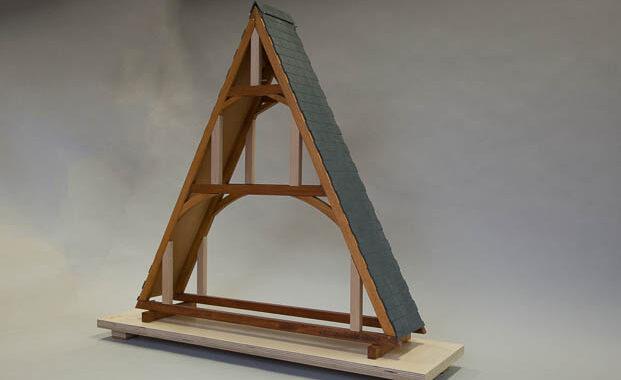 Maquette pédagogique manipulable en bois d'une charpente à chevrons (puzzle)