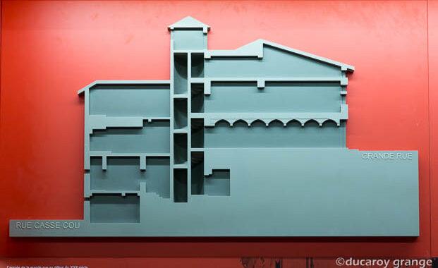 """Bas-relief """"Maison du 33 Grande rue"""" à Trévoux (01)"""