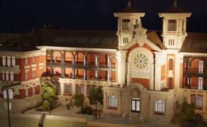 Maquette éclairée au 1/87 du projet de réhabilitation de l'ancien hôpital Debrousse à Lyon (69).