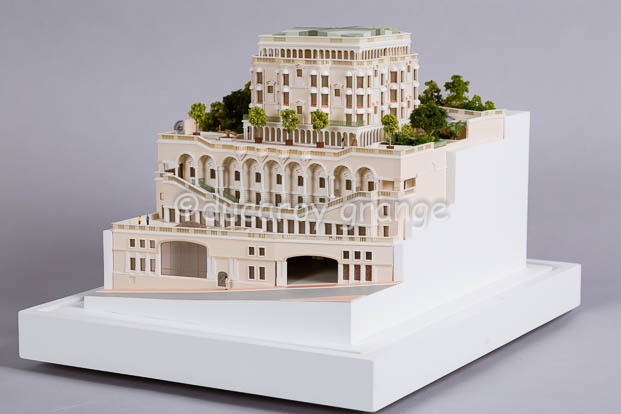 Intégrer l'impression 3D dans la fabrication de maquettes traditionnelles : Utilisation de petites pièces (balcons, auvents, statuts) réalisées en impression 3D pour une maquette d'architecture au 1/200
