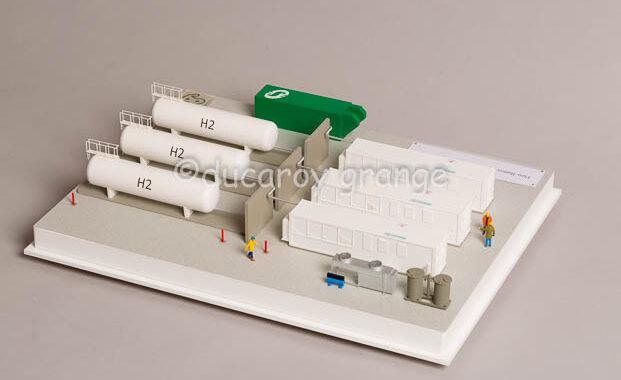 Maquette industrielle d'exposition au 1/100 d'un site de stockage d'énergie