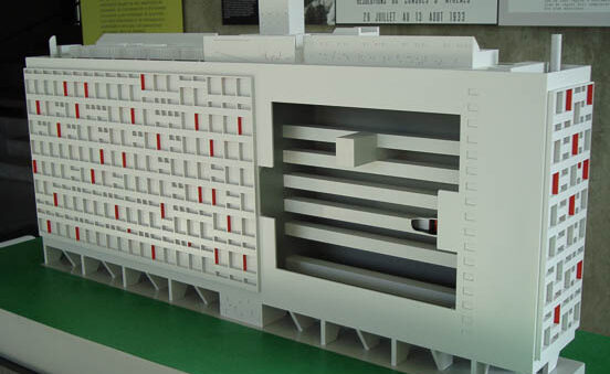 Maquette pédagogique tactile au 1/150 du bâtiment Unité d'habitation du site Le Corbusier à Firminy (42