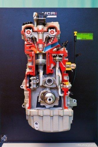 Maquette fonctionnelle et motorisée d'un moteur - Vue en coupe