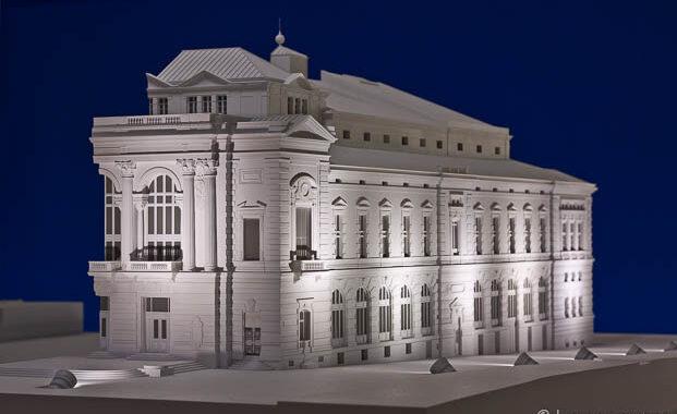 Maquette 1/50 en écorché et éclairée de l'Opéra Comédie à Montpellier