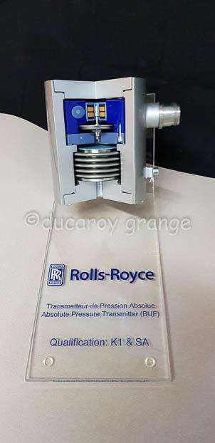 Maquette de Transmetteur de Pression Absolue avec son socle de presentation fixe.