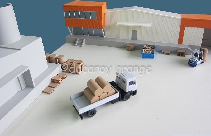 Maquette d'exposition - cycle de vie des sacs en papier de collecte des déchets verts