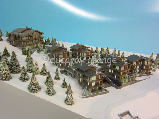 Maquette architecturale de promotion immobilière au 1/125 - projet de construction d'un complexe de chalets à Courchevel