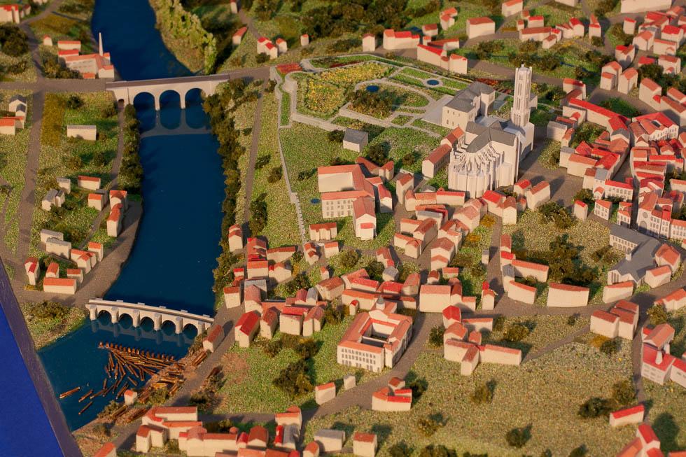 Vue de détails d'une maquette au 1/1500 de l'évolution de la ville de Limoges